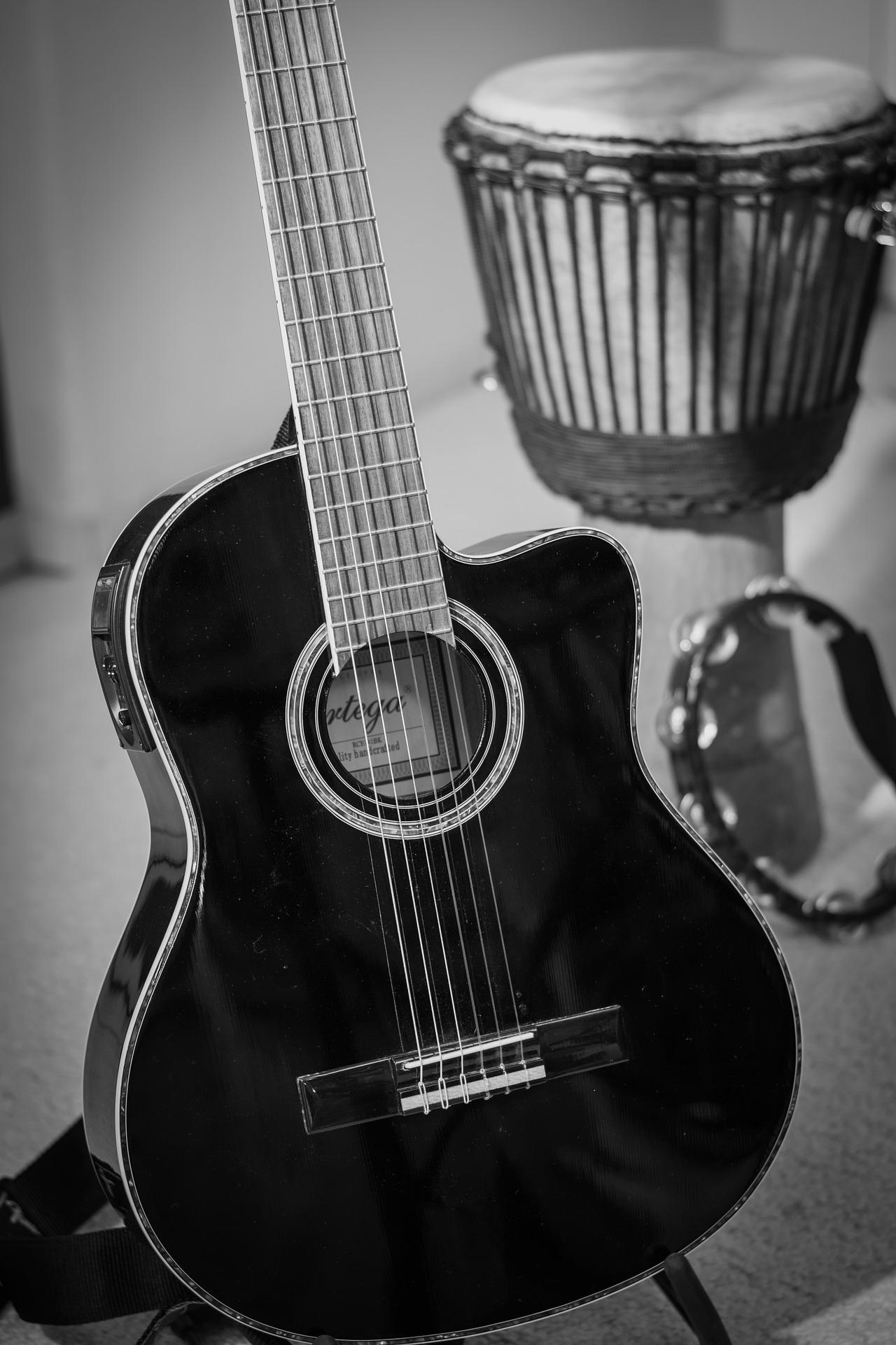 guitar-1159503_1920